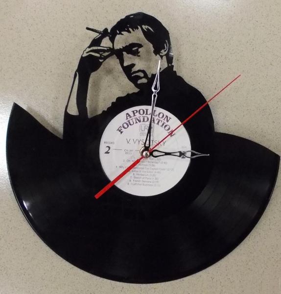 Часы из виниловых пластинки своими руками